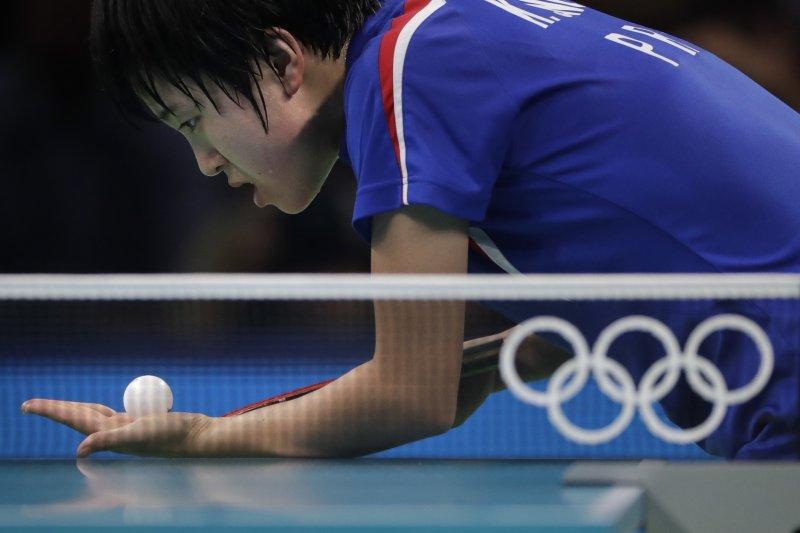 擊敗我國選手陳思羽的北韓桌球選手金頌一。(美聯社)