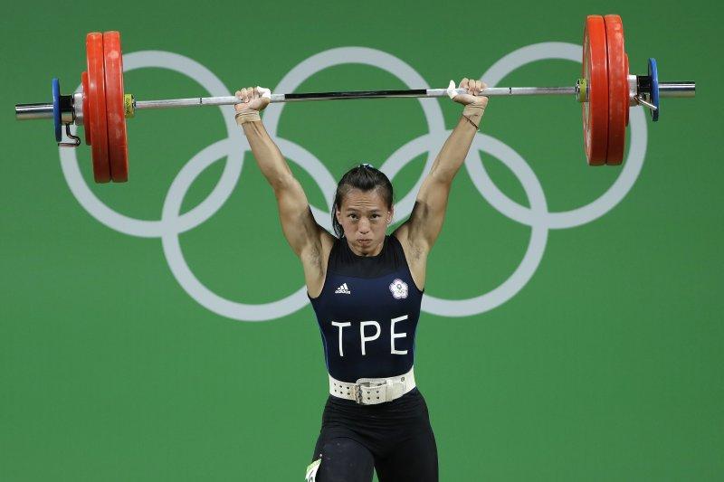 台灣阿美族舉重女將郭婞淳在巴西里約奧運奪得銅牌。(美聯社)