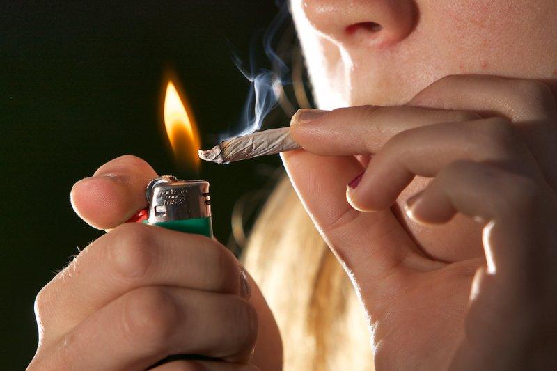 你也覺得偶爾來一根菸就沒有健康上的疑慮嗎?那麼你該改變想法了!(圖/Chuck Grimmett@Flickr)