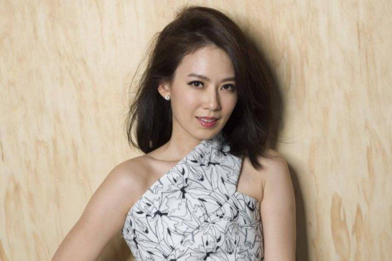 殷悅身兼演員、作家、主持人多重身分,對時尚也是品味一流。(取自Melody時尚媽咪臉書)