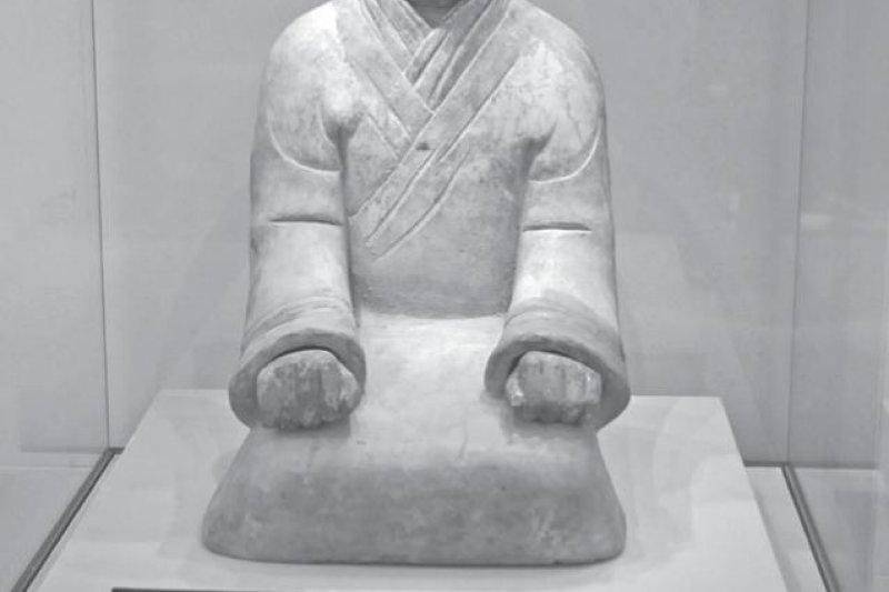 秦代人是沒有內褲可穿的,所以日常起居都得跪坐,免得不該露的東西跑出來。(圖/時報出版)