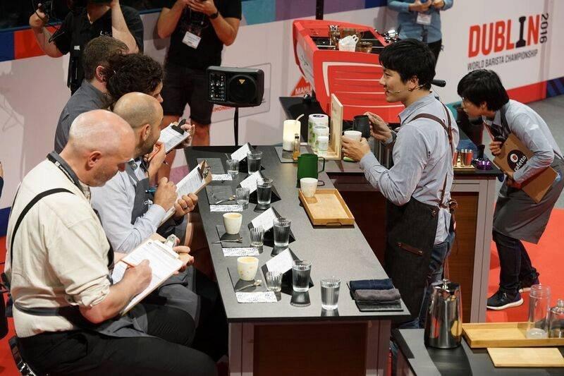 吳則霖參加WBC世界咖啡師大賽,獲得評審一致好評。 (圖/取自粉絲專頁The Lobby Of Simple Kaffa | Hotel V)