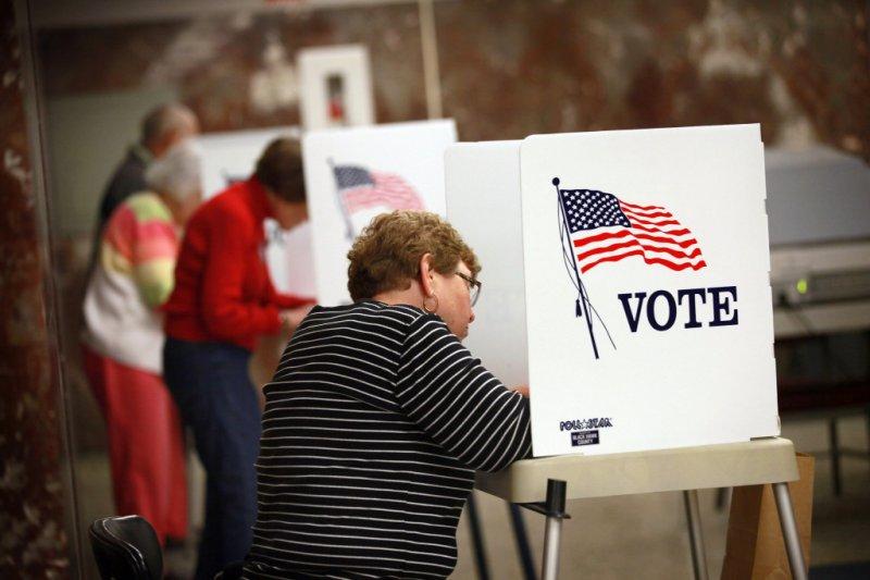 政府在政策上圖利富人,但窮人並不會反擊,收入越低,投票率就越低。(圖片取自www.scpr.org)