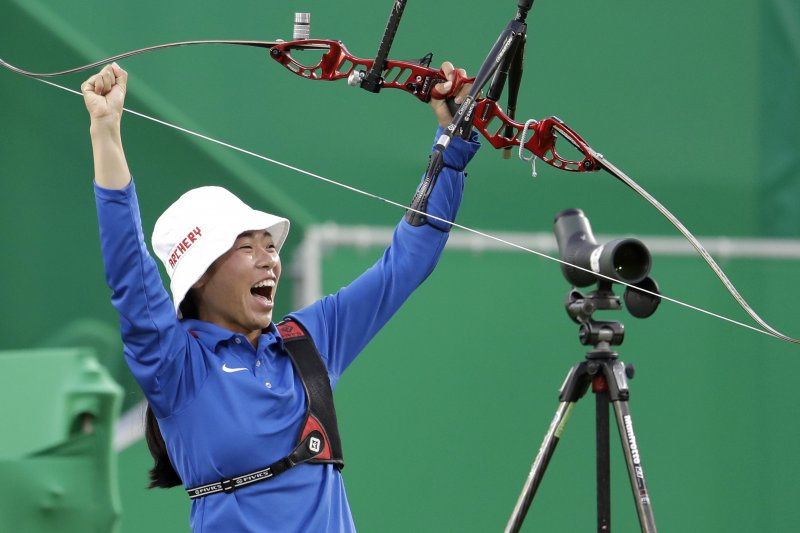 台灣女子射箭代表隊選手譚雅婷,順利晉級16強。(美聯社)