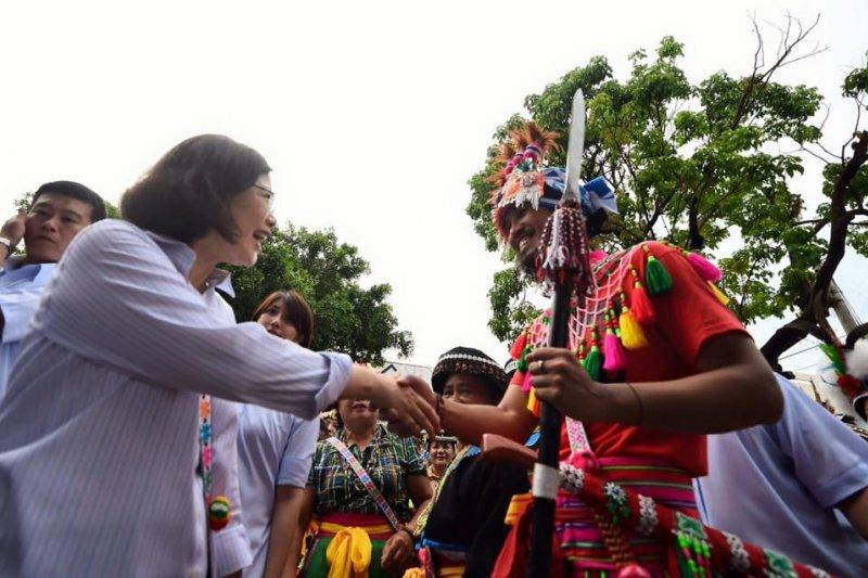 總統蔡英文11日前往台東東河鄉都蘭部落,與阿美族原住民對談。(取自蔡英文臉書)