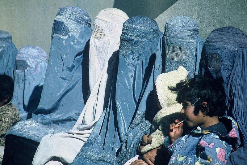 穆斯林婦女傳統全身長袍。(維基百科)