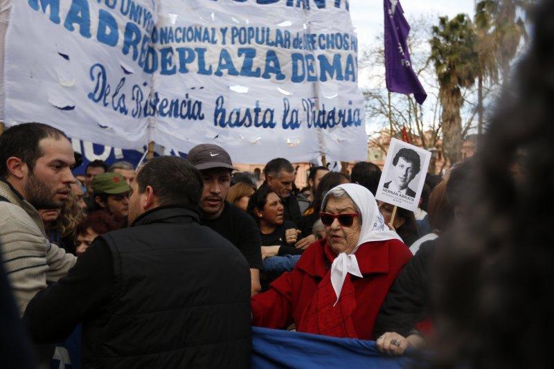 阿根廷人權團體「五月廣場的母親」11日再度來到首都布宜諾斯艾利斯(Buenos Aires)的「五月廣場」(AP)