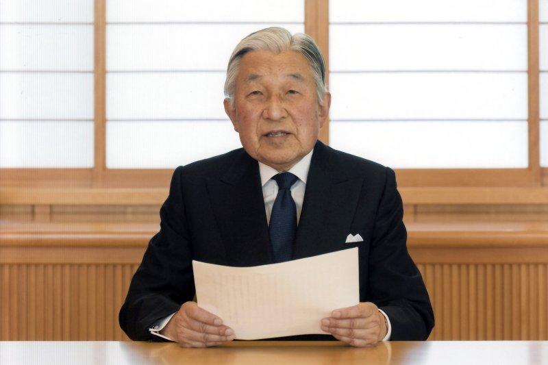 明仁天皇發表演說,強烈表達生前退位意願。(美聯社)