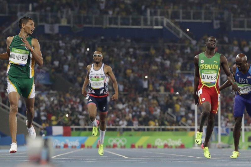 南非選手范尼凱克(Wayde van Niekerk)奪得男子400公尺短跑金牌。(美聯社)