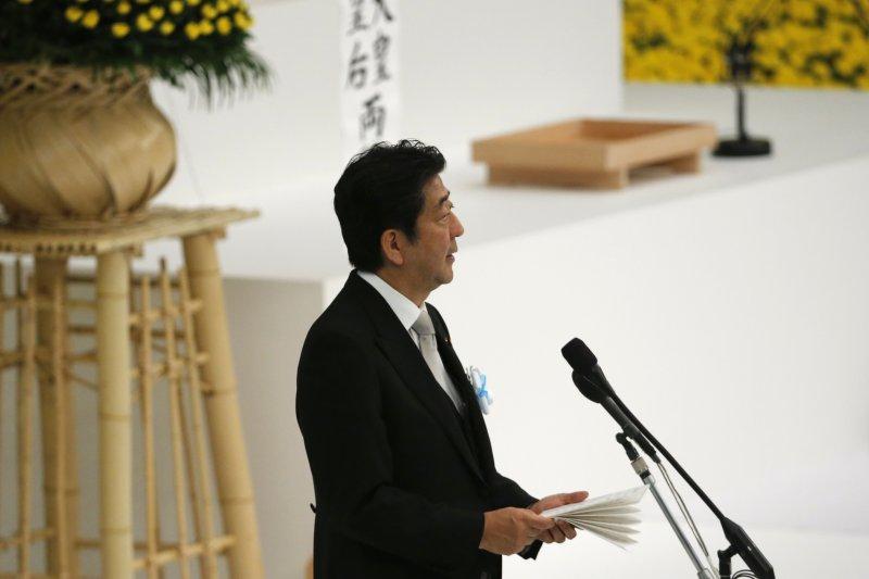 安倍15日在全國戰歿者追悼儀式發表演說。(美聯社)