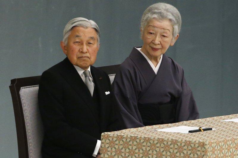 日本明仁天皇、美智子皇后15日參加全國戰歿者追悼儀式。(美聯社)