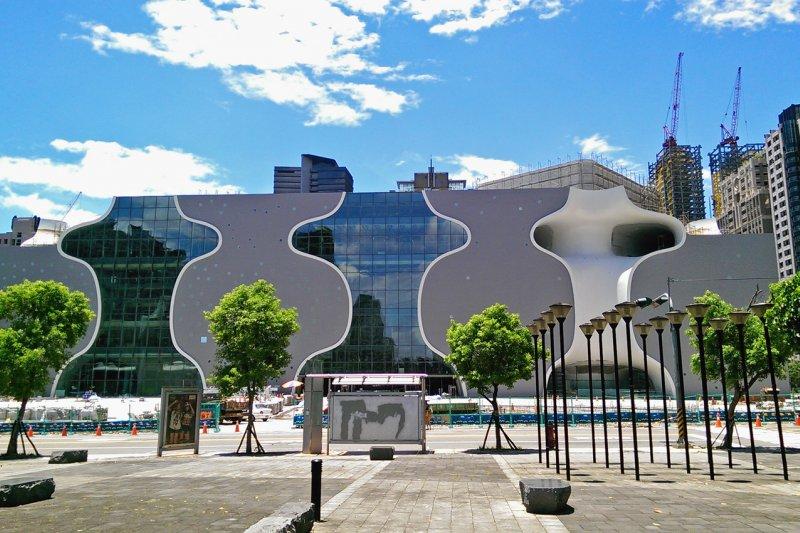 台中國家歌劇院在通過一層層的安檢測試之後,即將正式啟動營運機制,8月26日表演《淨・水》融合醮的慶成祈安精神,形塑現代藝術美學的儀式劇場。。