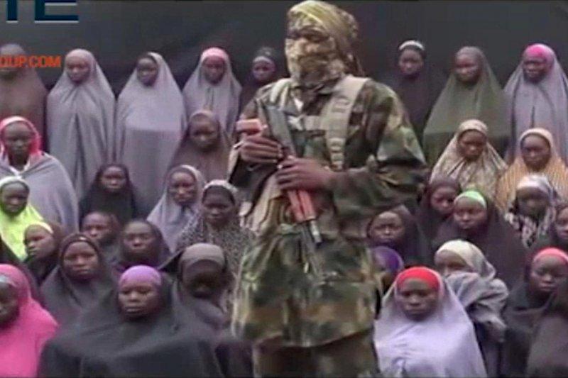 奈及利亞極端組織博科哈蘭,14日釋出人質影片要求與政府換俘。(美聯社)