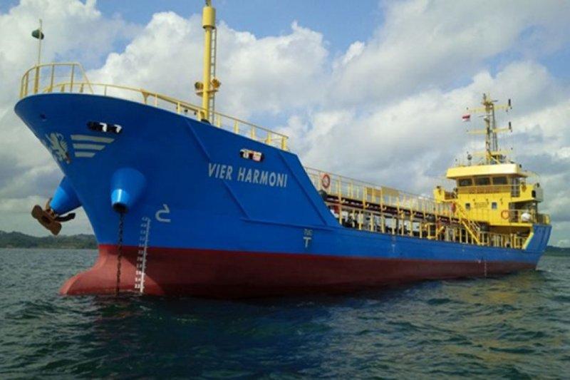 遭到劫持的印尼籍油輪MT Vier Harmoni號。(翻攝推特)