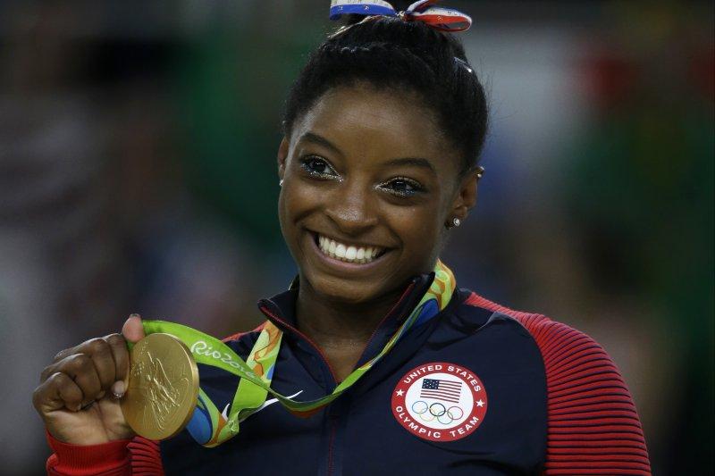 美國體操小天后「黑珍珠」拜爾斯(Simone Biles)個人第4面金牌入袋。(美聯社)