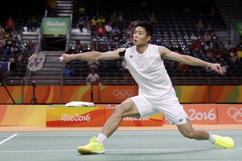 周天成在男單16強賽苦戰3局獲勝,而李洋/李哲輝逆轉擊敗世界男雙排名第4的中國組合劉成/張楠,也挺進了8強。(資料照,美聯社)