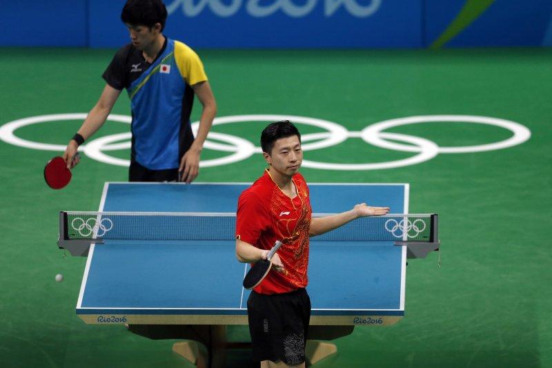 男單冠軍馬龍在團體賽中對上日本吉村真晴。(美聯社)