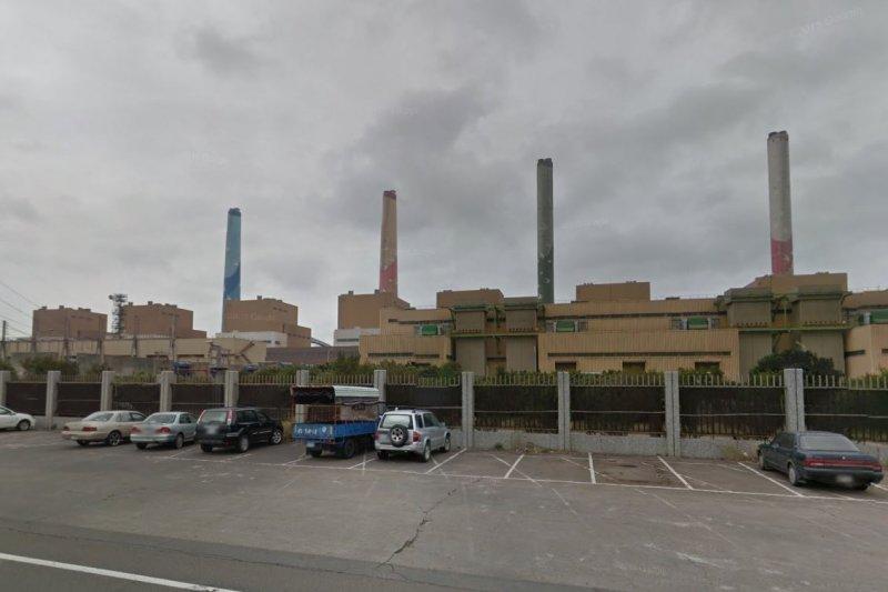 台中市長林佳龍批評台電,台中火力發電廠的錢繳回中央,但污染留地方。圖為台電台中發電廠。(資料照,GOOGLEMAP)