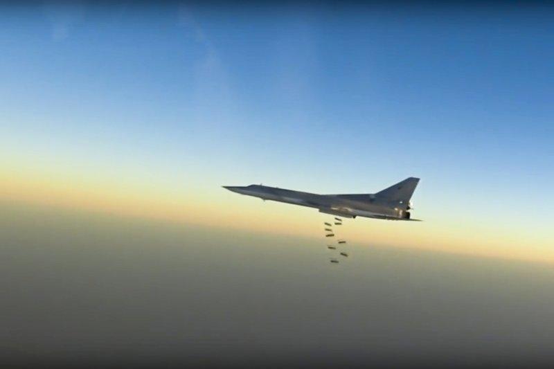 俄羅斯圖-22M3遠程轟炸機轟炸敘利亞境內的IS恐怖分子。(美聯社)