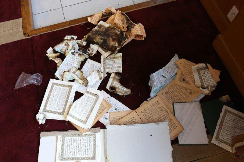 去年12月科西嘉島民燒毀的可蘭經(美聯社)