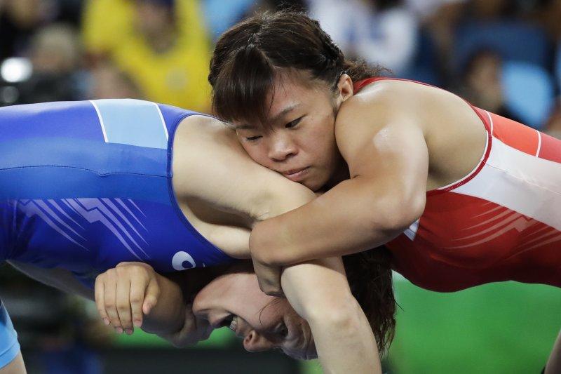 日本選手川井梨紗子對上俄羅斯的茵娜・特拉祖科娃(Inna Trazhukova)。(美聯社)