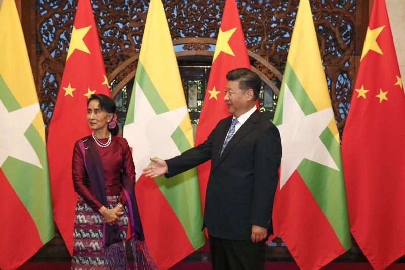 緬甸國務資政翁山蘇姬2016年8月訪問中國,會見中國國家主席習近平(AP資料照)