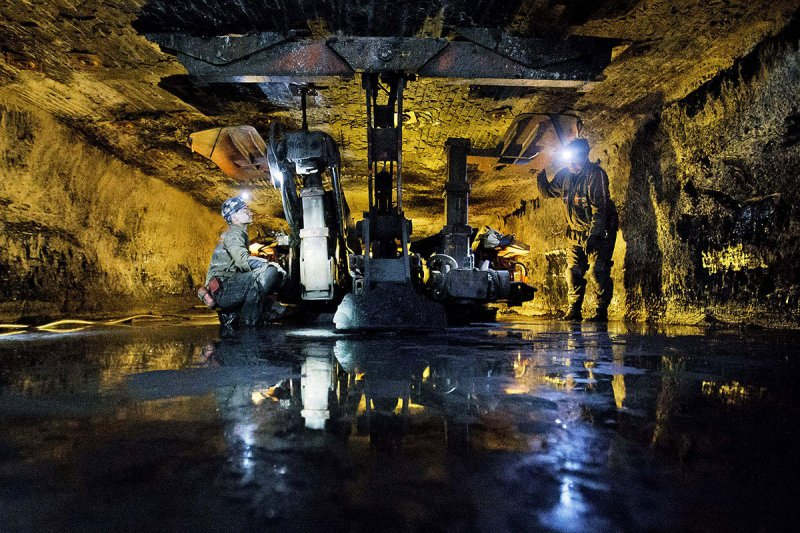 西維吉尼亞州的煤礦工人正在作業。(美聯社)