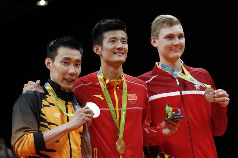 里約奧運羽球男單,左起:銀牌李宗偉、金牌諶龍、銅牌阿薩爾森(AP)