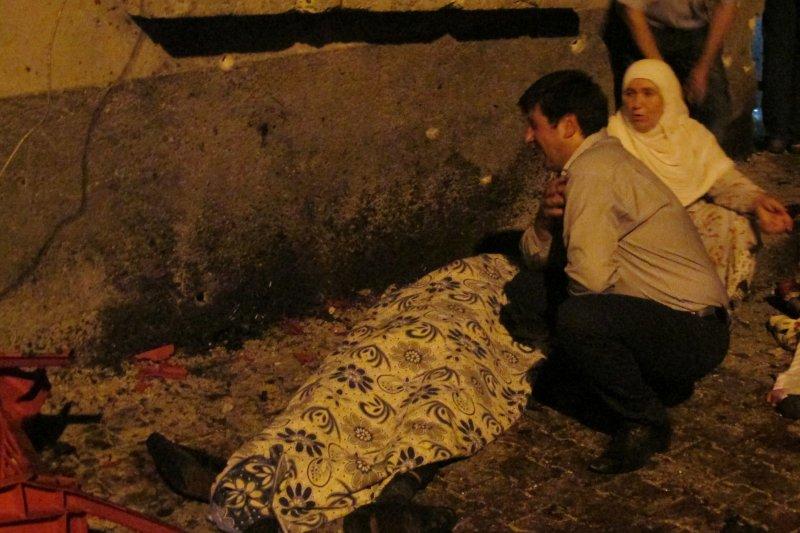 土耳其東南部加吉安特省(Gaziantep)一場庫德族婚禮遭到自殺炸彈攻擊,喜事瞬間變悲劇。(美聯社)