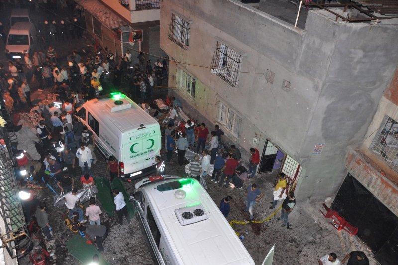 土耳其東南省份(Gaziantep)一場庫德族婚禮遭到自殺炸彈攻擊,喜是瞬間變悲劇。(美聯社)