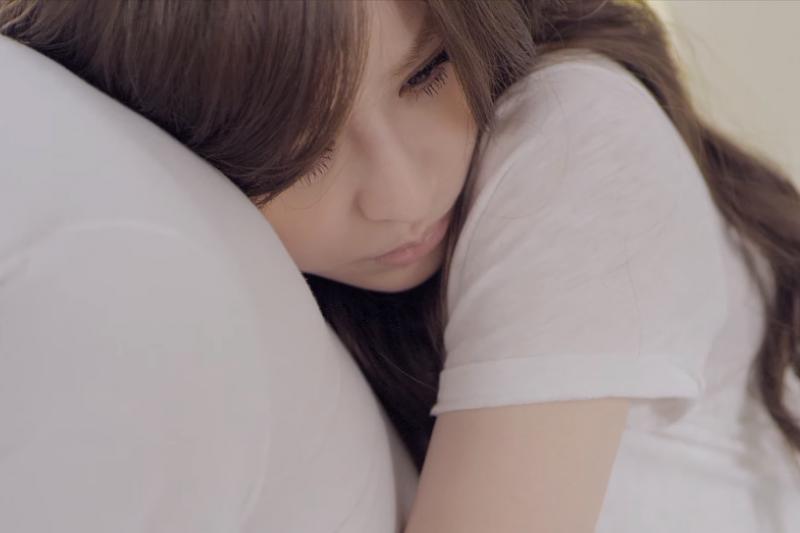 不管大哭、小哭,抑或不哭,請允許自己如實面對心中的憂傷。(示意圖取自youtube)