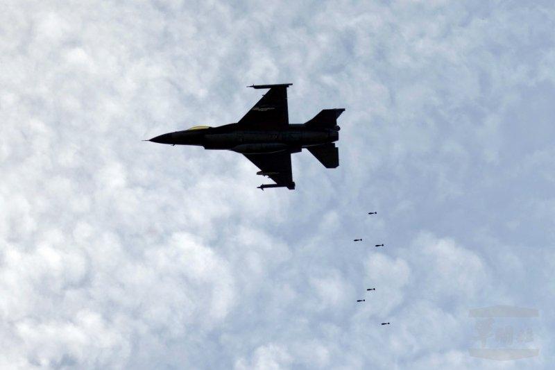 「漢光32號」軍演,「聯勇105-8號操演」國軍先由空軍F-16戰機執行掩護射擊(軍聞社)