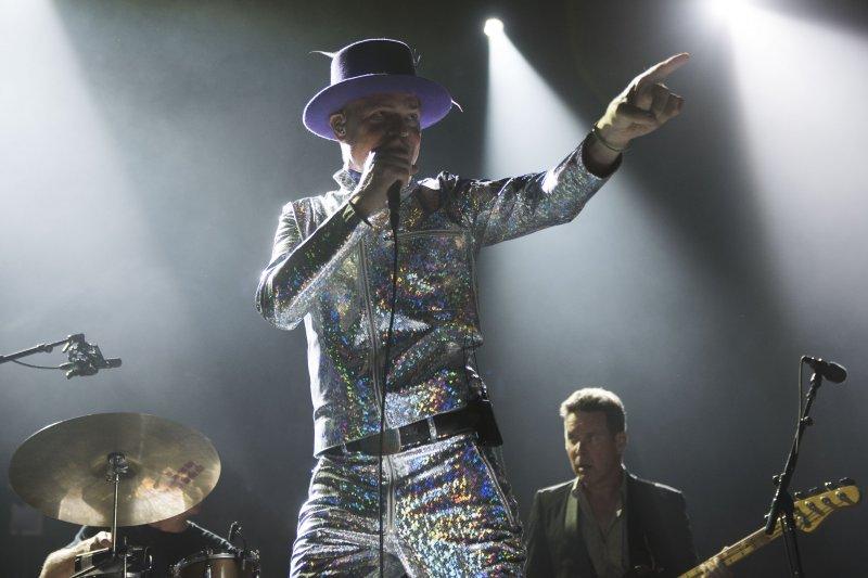 加拿大搖滾天團「悲呼組合」(Tragically Hip)主唱道寧(Gord Downie)罹癌,演唱會充滿感動與不捨。(美聯社)