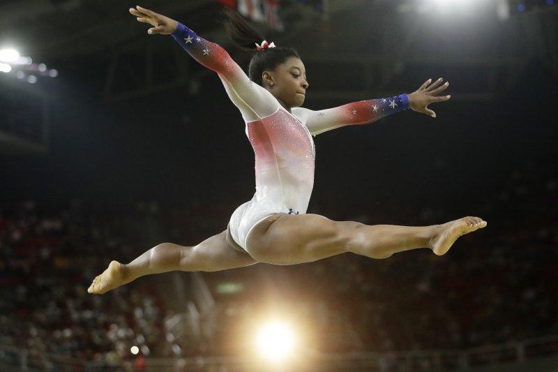 美國體操女王拜爾斯(Simone Biles)在社群媒體力抗「美麗標準」。(AP)