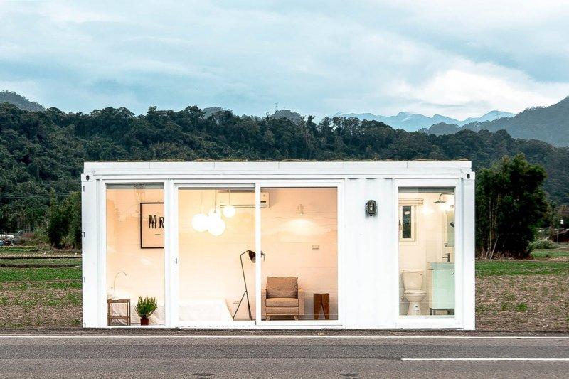 台灣團隊打造純白系列貨櫃屋住宅,提供小資族們購屋新選擇。(圖/易可居@facebook)