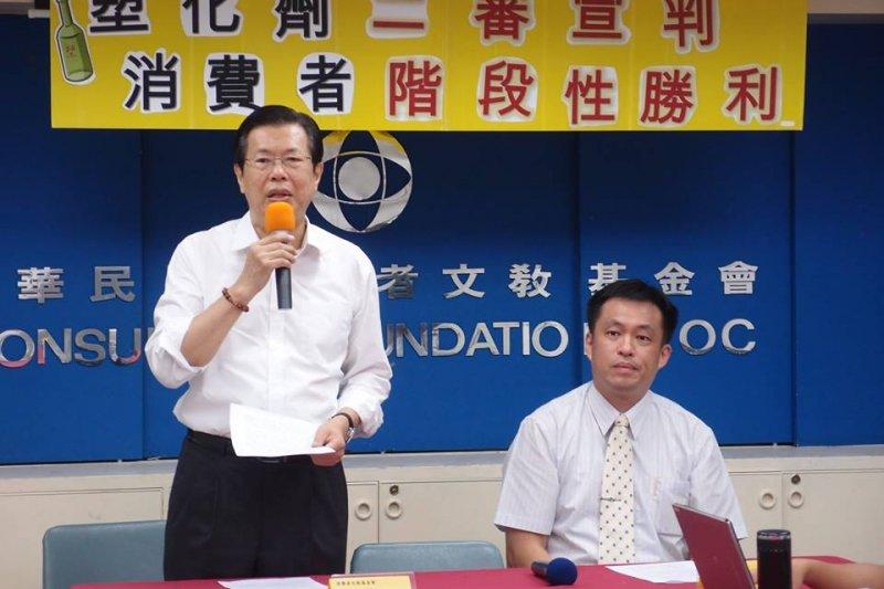台灣高等法院昨(24)日判消基會塑化劑團訟二審勝訴。右為消基會副秘書長徐則鈺。(取自中華民國消費者文教基金會臉書)