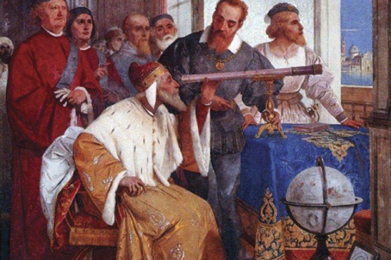 義大利天文學家伽利略向威尼斯總督多納托(Leonardo Donato)講解使用望遠鏡的方法。(Wikipedia/PD-US)