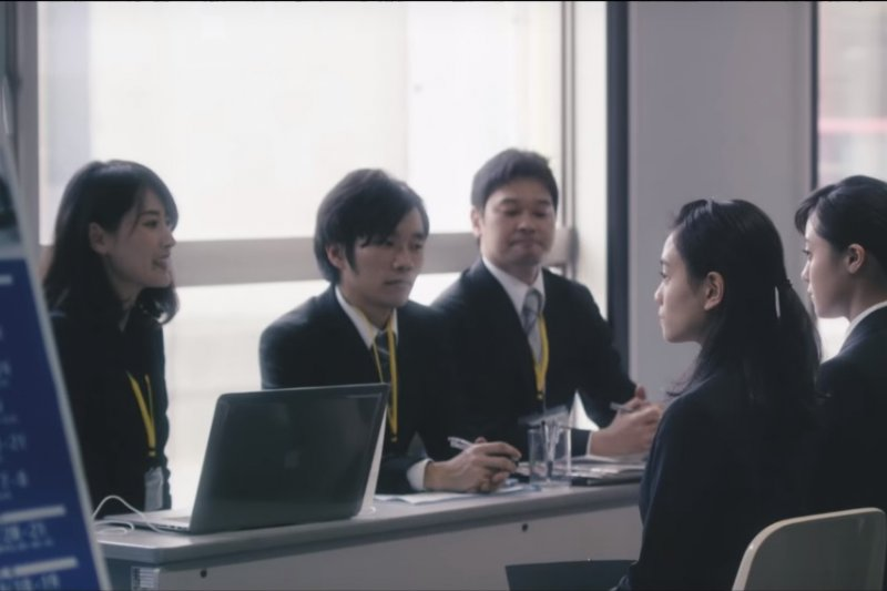制式化的招募流程,不只求職學生,連面試官都感覺疲憊不堪。(圖取自Youtube)