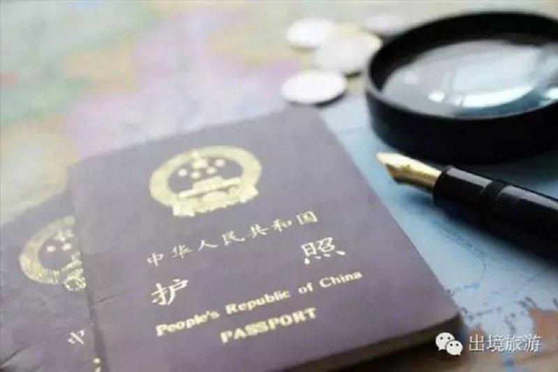 游走在中國之外,無法返回國門,作者不禁自問;中國護照認換了嗎?
