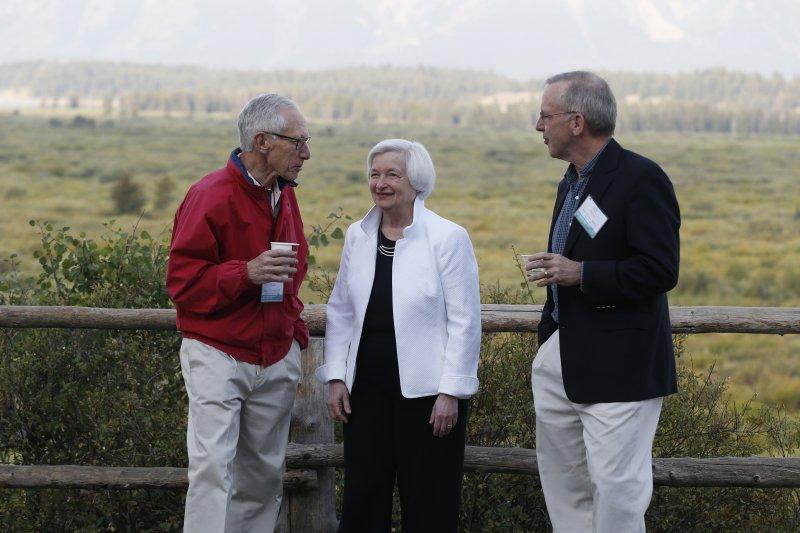 美國聯準會(Fed)主席葉倫(Janet Yellen,中)、副主席費雪(Stanley Fischer,左)、紐約聯邦準備銀行總裁達德利(Bill Dudley,右)(AP)