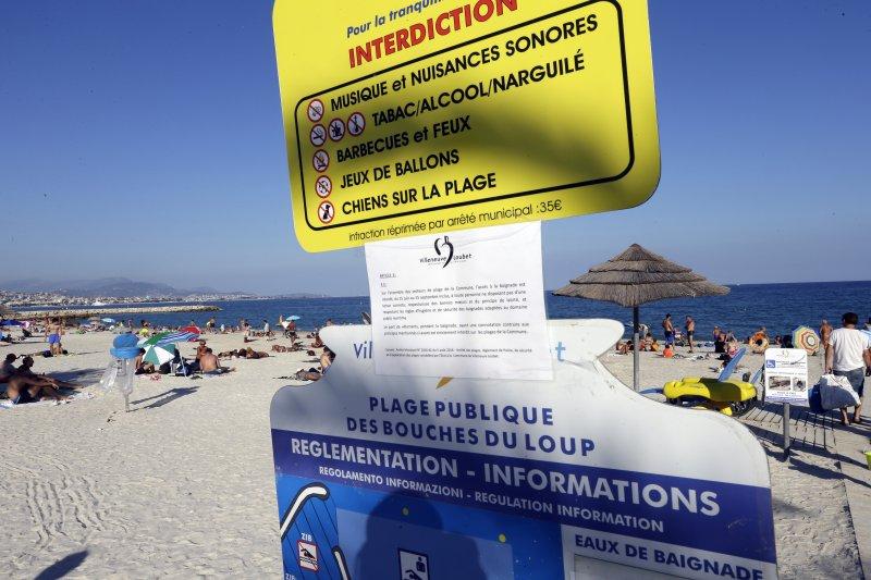 法國一處海灘止穆斯林婦女穿著覆蓋全身的「布基尼」(burkini)泳裝(AP)