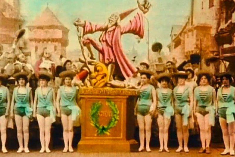 電影《月球旅行記》彩色修復版的其中一幕,或在諷刺殖民主義。(取自Wikipedia)
