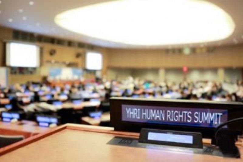 第13屆國際青少年人權高峰會於25日登場,台灣學生廖健宏獲「人權英雄獎」。(取自Youth For Human Rights官網)