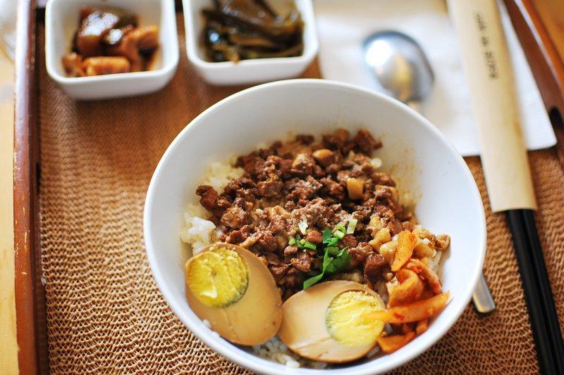 滷肉飯堪稱台灣的小吃代表,連日本人都熱愛的5家名店,你吃過幾家?(示意圖/Suki Zhou@flickr)