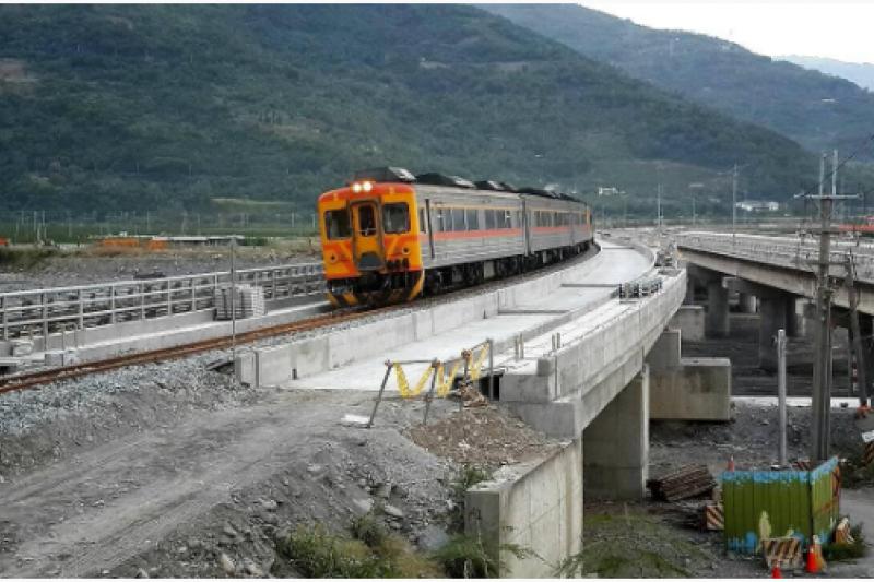 南迴線南太麻里溪橋(圖片截取自台東縣觀光旅遊網)