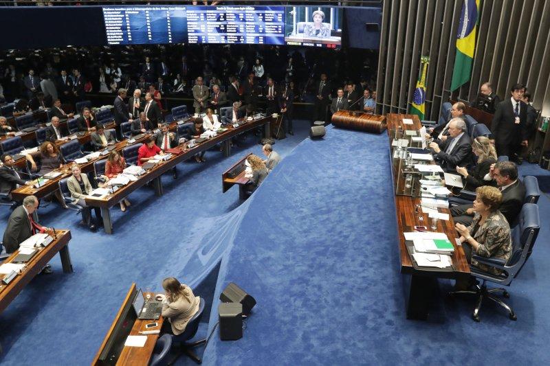 遭到停職的巴西總統羅賽芙29日再參議院進行彈劾程序的最後發言。(美聯社)
