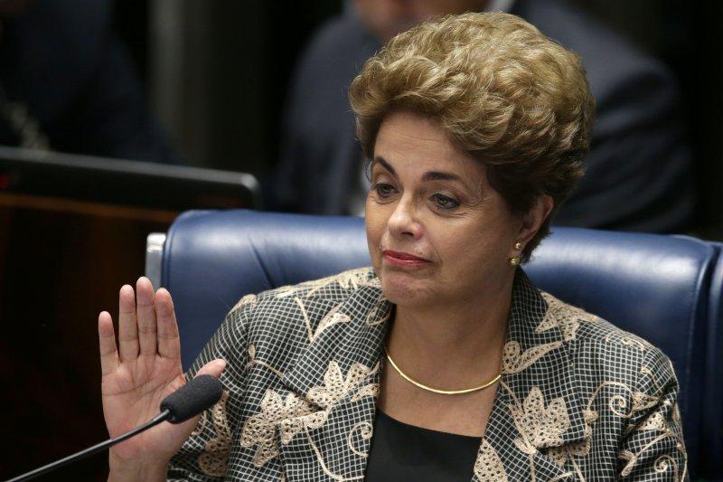 遭到停職的巴西總統羅賽芙再參議院發言。(美聯社)