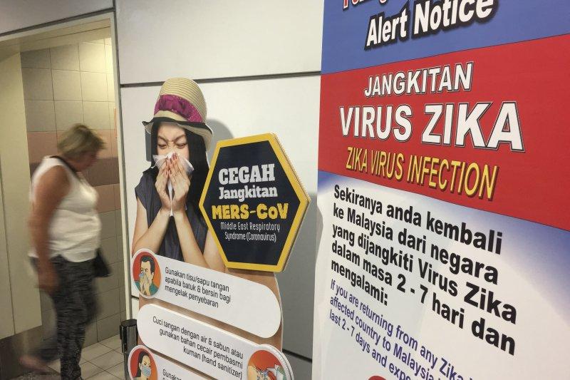 東南亞的ˊ茲卡疫情升高,馬來西亞的吉隆坡機場也隨處可見茲卡的防疫訊息。(美聯社)