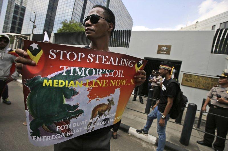 由於東帝汶與澳洲的海上邊界喬不攏,因此東帝汶無法從蘊藏的石油資源得到豐厚利益,使得經濟發展遲緩。(美聯社)