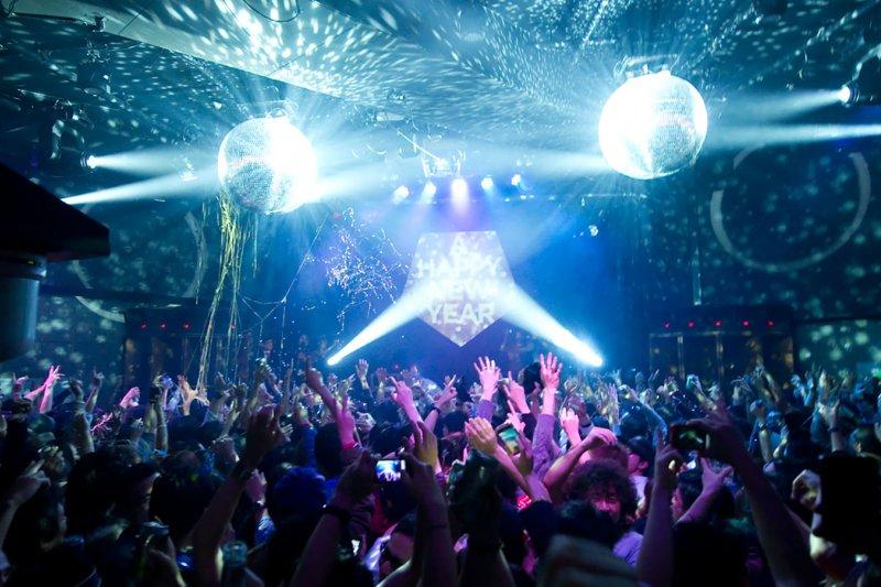 讓東京的夜晚被音樂填滿吧!別空白了夜晚的行程囉!(圖/FAST JAPAN)